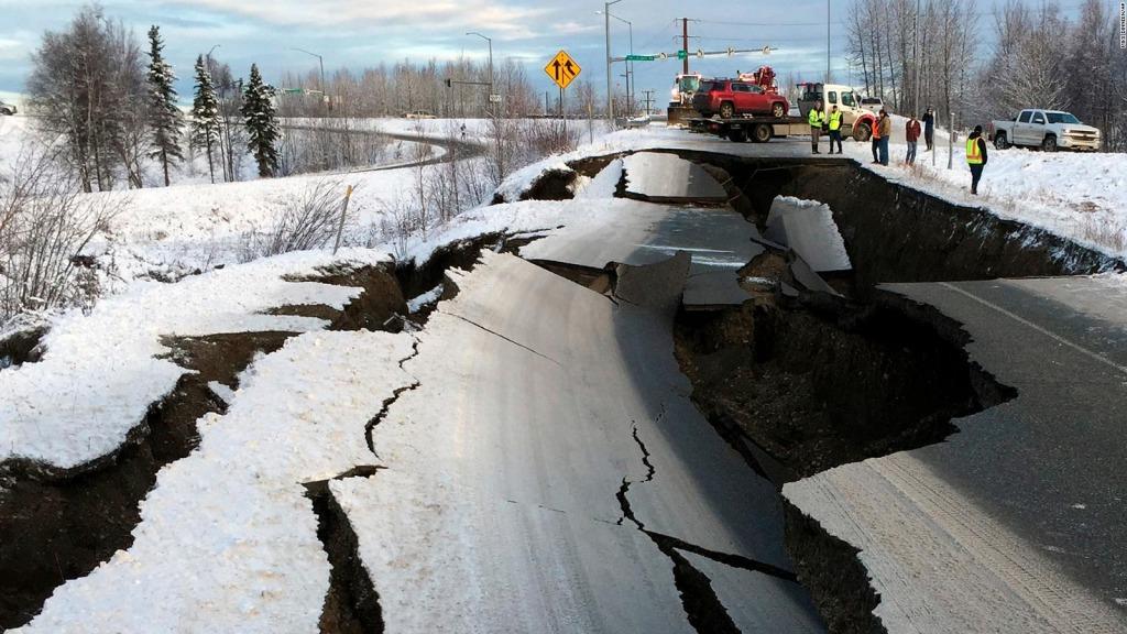 Sismo en Alaska provoca alerta de tsunami.