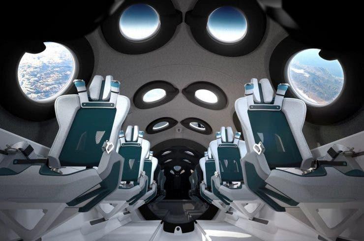 Virgin Galactic forma parte del grupo de empresas que compiten en la carrera espacial privada. La compañía envió a su primer tripulante al espacio a bordo de la VSS Unity hace más de un año. De momento no existe una fecha definida para el primer viaje con turistas, aunque los interesados deberán pagar 250.000 dólares por un boleto.